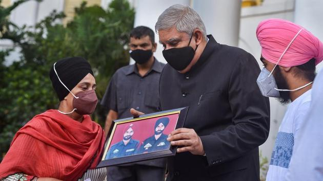 West Bengal Governor Jagdeep Dhankar during a meeting at Raj Bhawan with Balwinder Singh's wife Karamjit Kaur (L) and his son Harshveer (R) on his arrest in the BJP's recent protest rally in Howrah.(PTI)