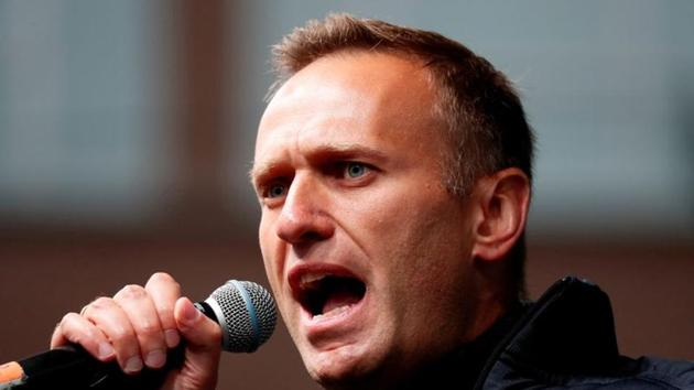 Russian opposition leader Alexei Navalny delivers a speech during a rally to demand the release of jailed protesters, who were detained during opposition demonstrations for fair elections, in Moscow.(REUTERS)