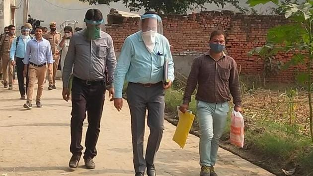 CBI team moving out of the village in Hathras on Thursday. (Photo HT)