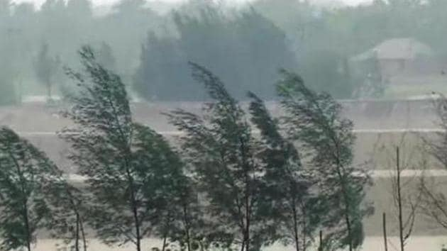 ENSO has a major influence on weather and climate patterns such as heavy rains, floods and drought. El Niño has a warming influence on global temperatures, whilst La Niña has the opposite effect.(ANI File)