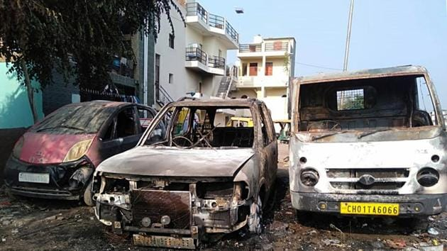 Three vehicles were set on fire at Indira Colony in Chandigarh on Thursday.(HT Photo)