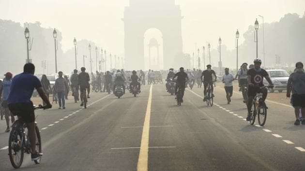 People are seen cycling at India Gate in New Delhi.(Arvind Yadav/HT File Photo)