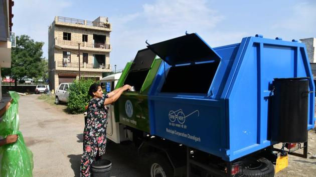 MC, which currently has 100 vehicles, will receive 200 more vehicles this month, but still would not be able to cover all the wards for collecting segregated solid waste.(HT FILE PHOTO)