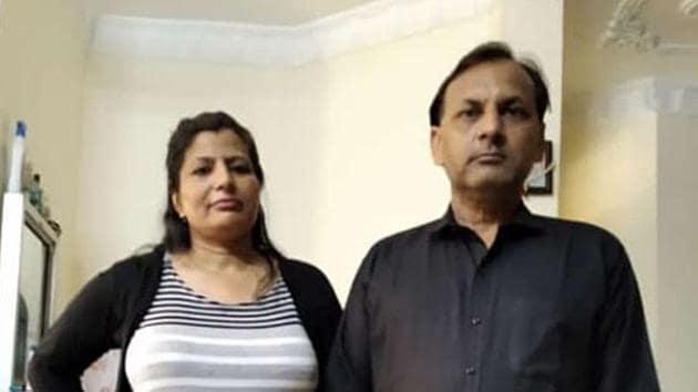 Victim Sudesh Saini with her husband Ashok Saini.(HT Photo)
