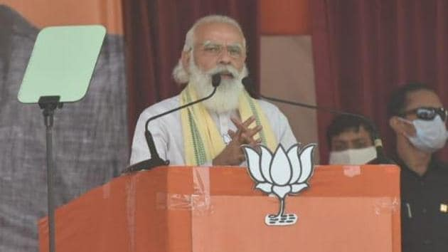 Prime Minister Narendra Modi addressing the first public rally of Bihar election at Sasaram district in Bihar on Friday.(Parwaz Khan/HT Photo)