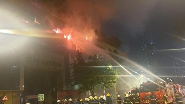 The fire at the City Centre Mall in Mumbai escalated to level-5 on Friday.(Photo courtesy: Brihanmumbai Municipal Corporation)