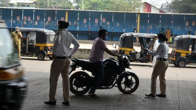 Traffic Police personnel direct commuters under Panvel Flyover in Navi Mumbai on October 24. Of the total Covid-19 infections, 17.51% cases in Maharashtra have been recorded in October, against 35.27% in September and 22.07% in August. (Bachchan Kumar / HT Photo)