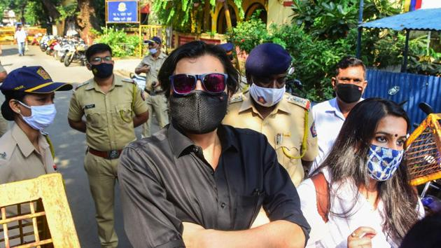 Republic TV Editor-in-Chief Arnab Goswami outside N M Joshi Marg Police Station. (File Photo)(PTI)