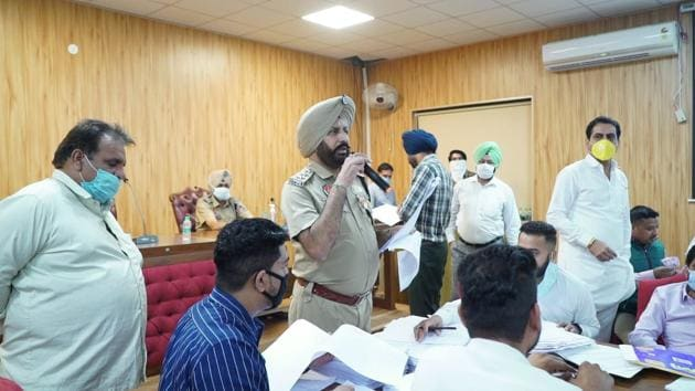 Police personnel conducting the auction of 2,200 unclaimed vehicles, of which 1,705 were sold, at police lines in Ludhiana on Wednesday.(HT Photo)