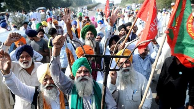 Members of various farmers' unions demonstrate blocking NH 44 Delhi-Amritsar Highway on the Punjab-Haryana border in protest against the new farm reform laws in Shambhu, Patiala District, Punjab.(Bharat Bhushan/HT Photo)