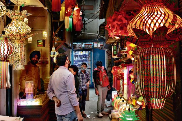 Amid the pandemic this year, wholesale shopkeepers in Old Delhi's markets are taking the virtual route to boost their sales.(PHOTO: Shivam Saxena/ HT)