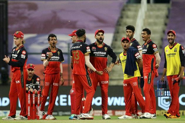 Abu Dhabi: Royal Challengers Bangalore players celebrate the wicket of skipper David Warner of Sunrisers Hyderabad during the eliminator match of Indian Premier League (IPL), in Abu Dhabi, Friday, Nov. 6, 2020. (PTI Photo/Sportzpics for BCCI) (PTI06-11-2020_000244A) (PTI)