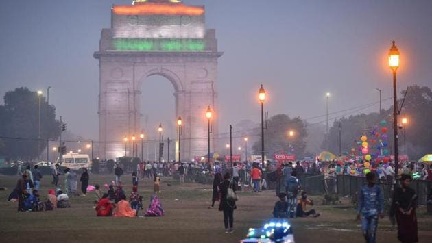 "People at India Gate during the evening amid smog and cold weather conditions in New Delhi. Delhi's air quality index (AQI) continued to remain in the ""severe"" category on November 7 for the third consecutive day after entering the red zone for the first time this season on November 5. (Sanchit Khanna / HT Photo)"