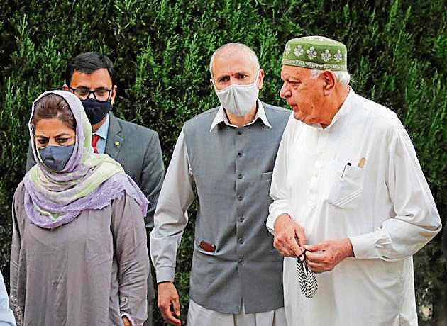 Members of People's Alliance for Gupkar Declaration Farooq Abdullah, Mehbooba Mufti, Omar Abdullah at Bathindi in Jammu on Saturday(PTI)