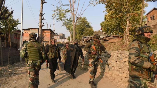 Army soldiers near the site of a gunfight with militants in Meej village, Pampore in Pulwama district, Jammu and Kashmir.(Waseem Andrabi/ Hindustan Times/This picture is for representational purposes only)
