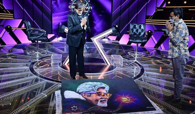 Amitabh Bachchan was gifted a special rangoli as he completed 51 years in films.