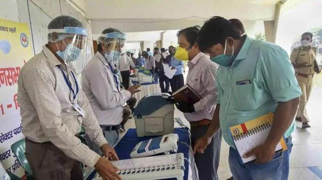 Election officers demonstrate the Electronic Voting Machine (EVM) and Voter-Verified Paper Audit Trail (VVPAT) during a training programme ahead of the assembly poll.(PTI File Photo)