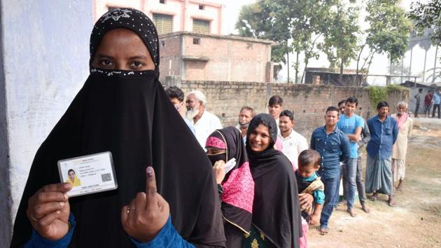 Bihar Election 2020: Women voter shows her finger marked with indelible ink after casting her vote during Bihar Assembly Election.(ANI file)