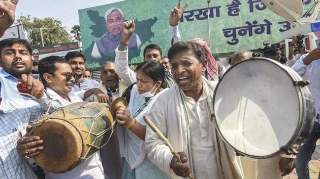Janata Dal (United) supporters celebrate NDA's lead in early trends of counting for Bihar Assembly election results.(PTI Photo)