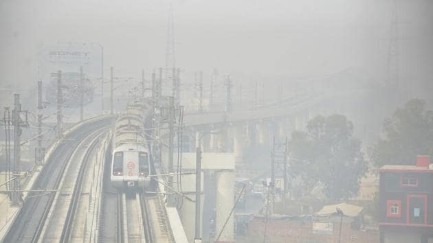 The air quality index (AQI) in Ghaziabad and Greater Noida was recorded at 482 each.(Sakib Ali/HT Photo)