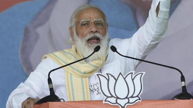 Prime Minister Narendra Modi addresses a rally in Saran during the Bihar assembly elections in this file photo.(Santosh Kumar/HT Photo)
