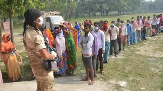 This year's assembly election has seen better voter participation compared to the previous ones. All three phases recorded a voter turnout of over 55 per cent.(Santosh Kumar/HT file photo)