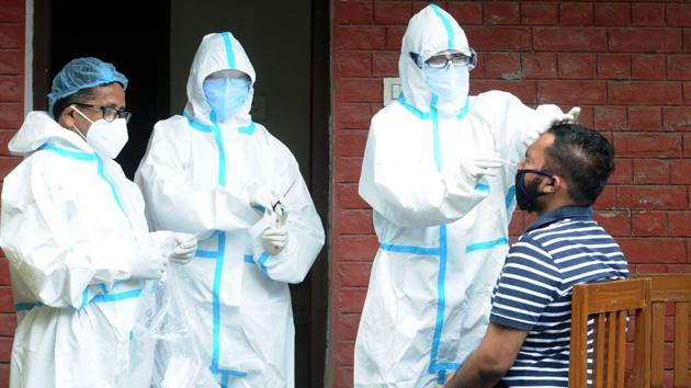 On Wednesday, the state's cumulative Covid-19 tally stood at 26,808 of which 5,365 are active cases. The coronavirus toll has mounted to 390. In the first week of November alone, the state saw more than 4,000 people testing positive.(HT file photo)