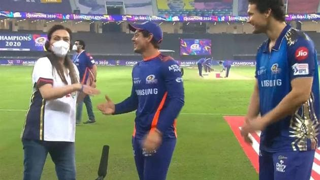 Nita Ambani did not realise that Quinton de Kock was in the middle of an interview(Screengrab)