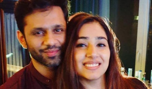 Rahul Vaidya proposed to Disha Parmar on national television.
