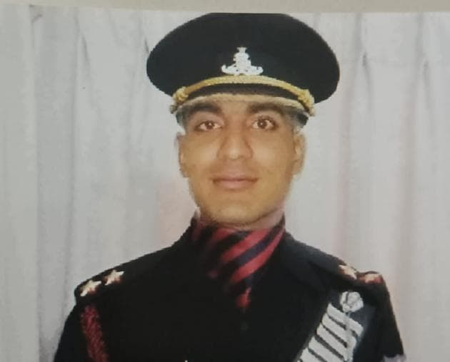 The police have recovered 10 identification cards, two mobiles, a tablet, a printer, laptop, duplicate documents, and Indian Army officer uniform including shoes, waist-belt and a cap with the emblem(HT PHOTO)