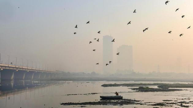 The Central government has decided to build an 'iconic structure' called the 'Nav Bharat Udyan', or New India Garden, next to the Yamuna river bank(PTI)