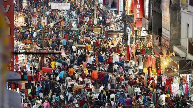 Large crowds at Laxmi Nagar market ahead of the Diwali festival in New Delhi.(Raj K Raj/ Hindustan Times)
