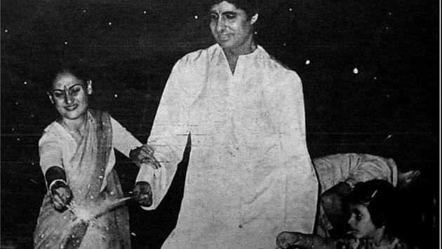 Amitabh Bachchan with wife Jaya and daughter Shweta at a Diwali celebration.