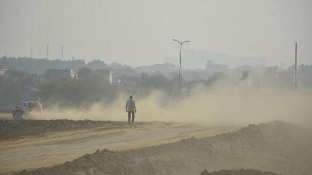 A vehicle moves, raising dust in its wake on Delhi-Meerut Expressway in Dasna, Ghaziabad on November 11. Delhi's current Covid-19 tally stands at 43,116 active cases and 7,332 deaths. (Sakib Ali / HT Photo)