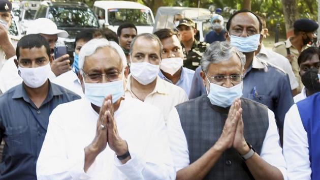 Bihar Chief Minister and Janata Dal (United) President Nitish Kumar with Deputy CM Sushil Kumar Modi after a meeting in Patna, on Friday.(PTI)