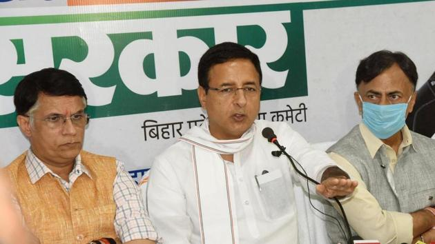 Congress general secretary Randeep Singh Surjewala addressing a press conference at Scada Business Centre, in Patna.(Santosh Kumar/ Hindustan Times)