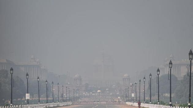 A view of the Rajpath area covered with the thick layer of smog as the air quality deteriorates due to air pollution, in New Delhi on Thursday.(ANI Photo)