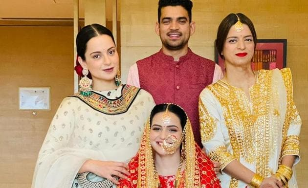 Kangana Ranaut poses with her sister, brother and sister-in-law.