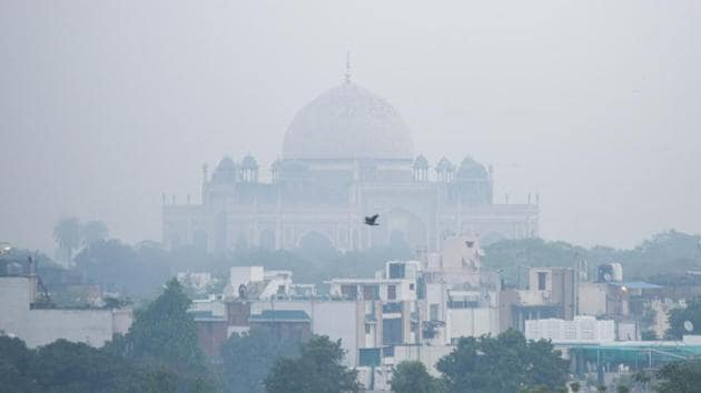 UNESCO Heritage Site Humayun's Tomb engulfed in a thick layer of haze in the morning in New Delhi.(HT PHOTO.)