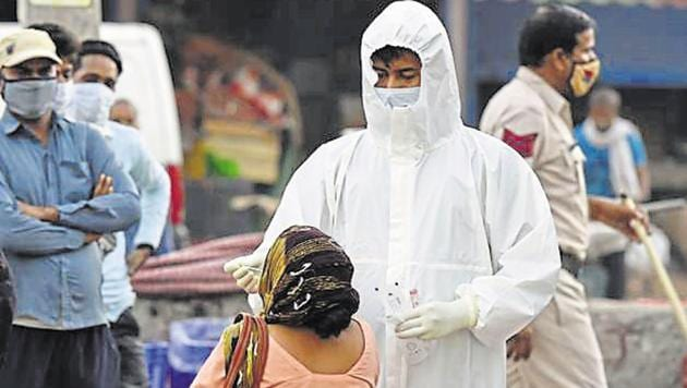 Globally over 54,068,000 confirmed cases have been reported. The highly contagious disease, which emerged first in the central Chinese city of Wuhan has killed more than 1,313,000.(Parveen Kumar/Hindustan Times)