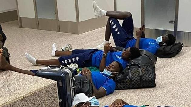 Gabon players at the airport(Twitter)