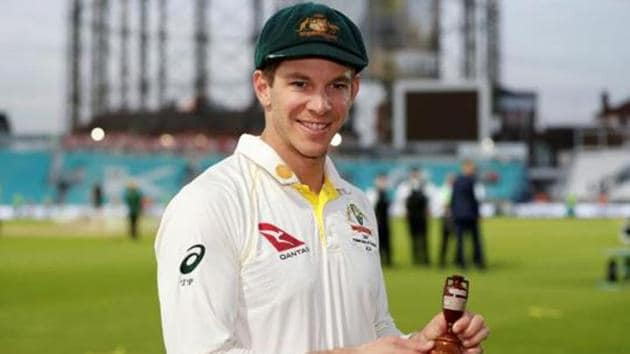 Australia's Tim Paine celebrates with the Ashes urn after drawing the series to retain the Ashes.(Action Images via Reuters)