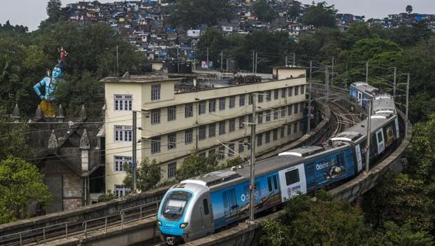 Mumbai Metro, for now, is only a single operational 11.5-km line connecting the three suburbs of Versova, Andheri and Ghatkopar.(HT File)