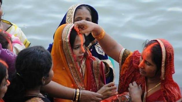 Devotees celebrating Chhath Puja in 2016.(Representational Photo/HT Archive)