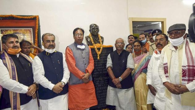 Bihar BJP president Sanjay Jaiswal with Deputy CMs Tarkishor Prasad and Renu Devi, Cabinet minister Mangal Pandey and other leaders at the party office in Patna on November 17.(PTI)