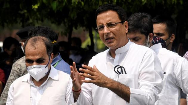 Congress general secretary Randeep Singh Surjewala along with party MP Adhir Ranjan Chowdhury.(ANI)