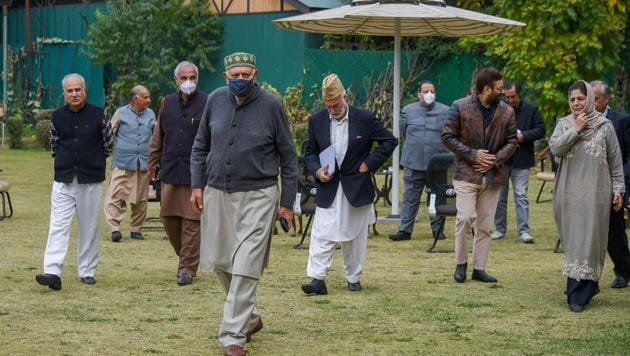 President of National Conference (NC) Farooq Abdullah, PDP chief and former Chief Ministes Mehbooba Mufti,Omar Abdullah and other members after a meeting of People's Alliance for Gupkar Declaration in Srinagar in October.(PTI FILE)