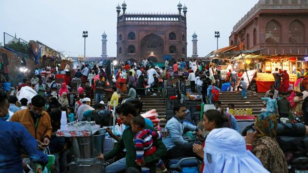 People throng a market in front of Jama Masjid on November 16. Union home minister Amit Shah held a meeting on November 15 with top officials from the Centre and the Delhi government, including CM Arvind Kejriwal. The government announced a series of measures, including adding hundreds of intensive care unit (ICU) beds, doubling the rate of testing and the deployment of central paramilitary doctors. (Adnan Abidi / REUTERS)