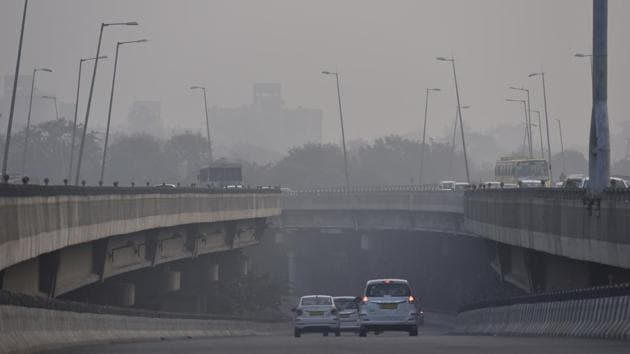 Sparse traffic on a cold morning near Shankar Vihar, in New Delhi on November 17. The minimum temperature this month, barring on November 16, has remained 2-3 degrees below normal in the absence of a cloud cover, according to IMD officials. (Sanjeev Verma / HT Photo)