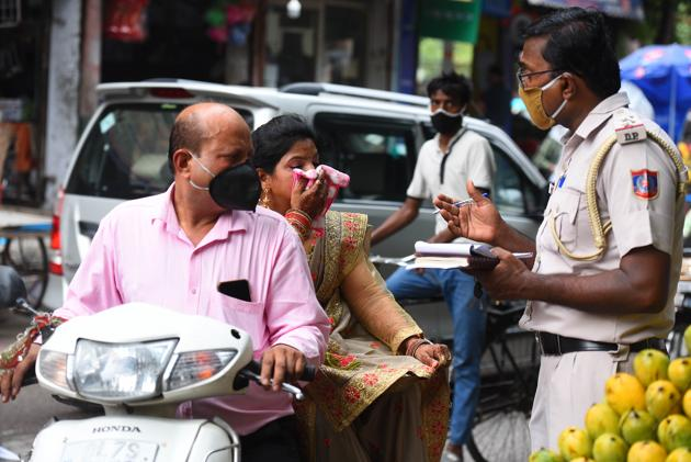 The fine for mask violations has increased from ₹500 to ₹2,000.(Photo: Raj K Raj/HT)